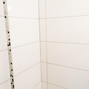 Fliesenleger Dusche mit Mosaik