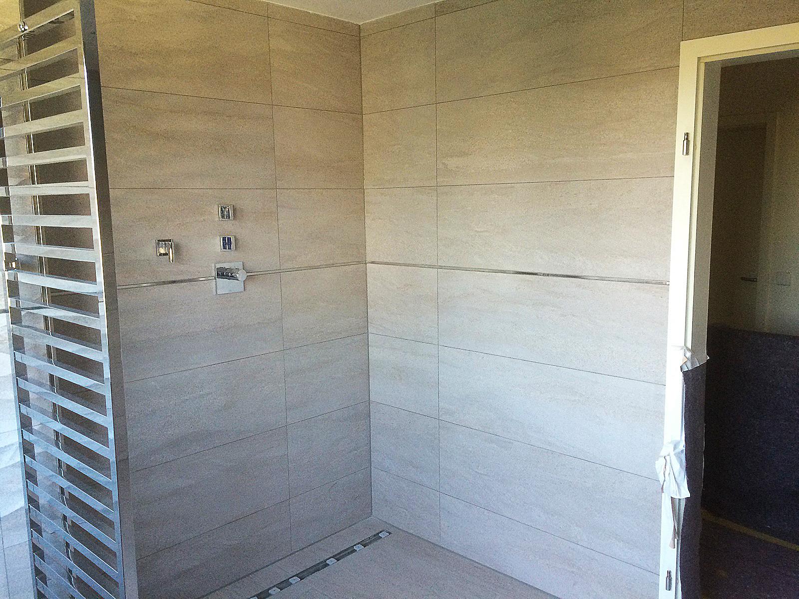 Fliesenleger begehbare Dusche